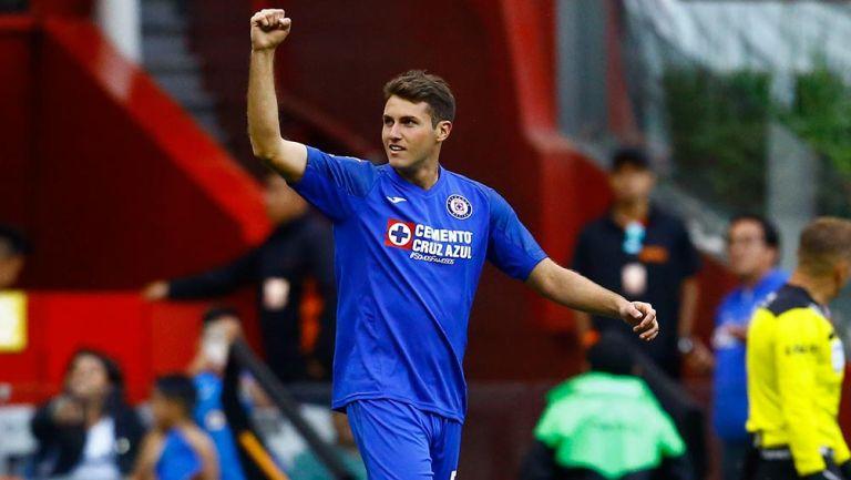 Giménez celebra un gol con Cruz Azul