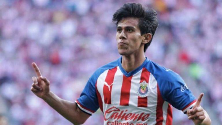 JJ Macías celebra un gol con Chivas