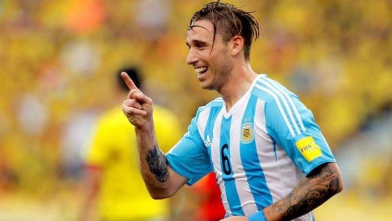 Lucas Biglia en acción con Argentina
