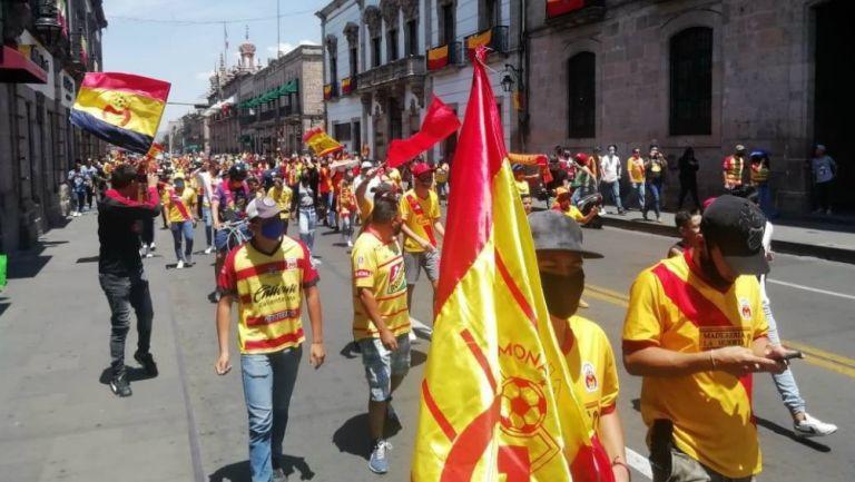 VIDEO: Aficionados del Morelia se manifestaron en las calles