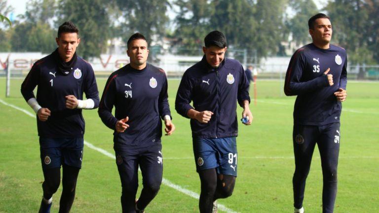 Raúl Gudiño, Miguel Jiménez y Antonio Torres entrenando con Chivas