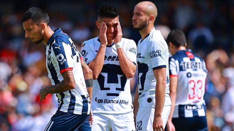 Jugadores se lamentan en un Pumas vs Monterrey