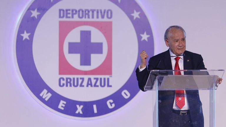 Billy Álvarez en un evento con el Cruz Azul