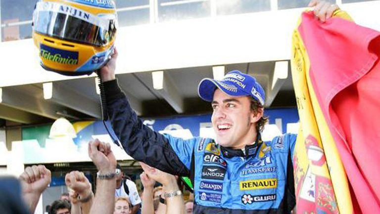 Fernando Alonso celebra una victoria de Renault