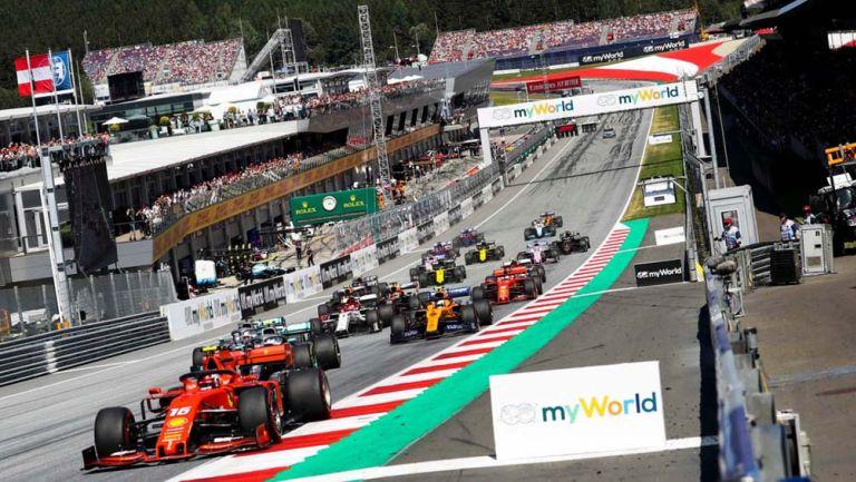 Monoplazas durante una carrera en la Fórmula 1