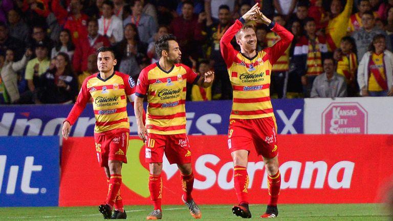 Aristeguieta celebra un gol con Monarcas