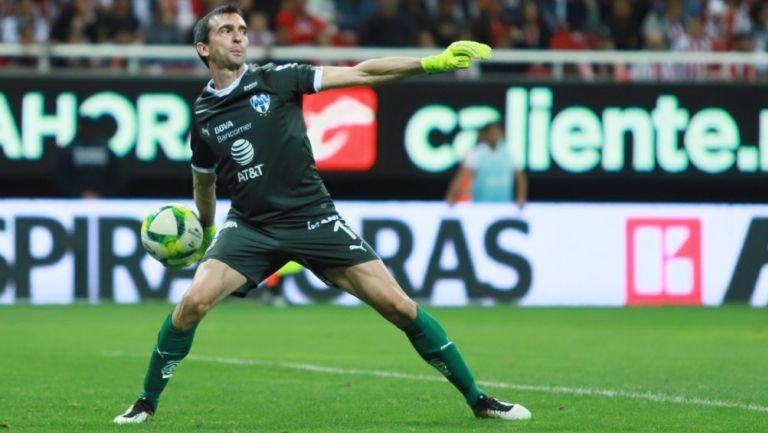 Marcelo Barovero durante un partido con Monterrey