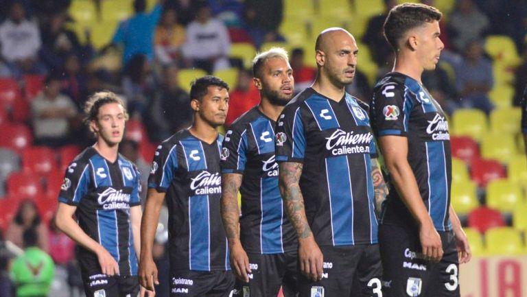 Jugadores de Querétaro durante un partido