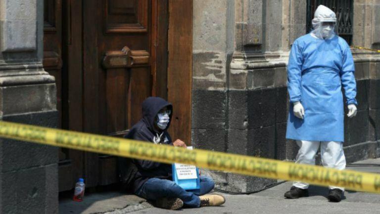 Supuesto enfermo de coronavirus afuera de Palacio Nacional
