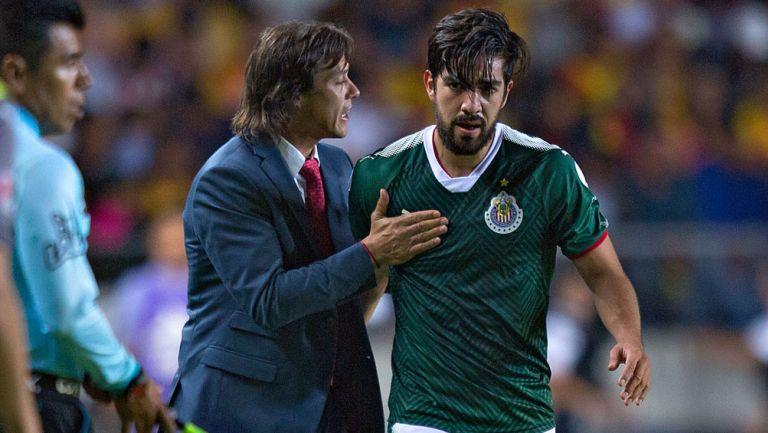 Pizarro recibe indicaciones de Almeyda en su paso por Chivas