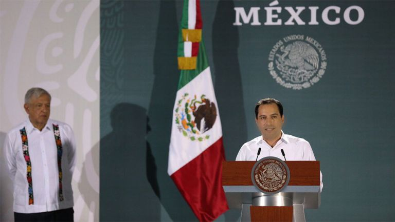 Mauricio Vila junto al presidente López Obrador