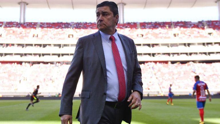 Luis Fernando Tena, técnico de Chivas