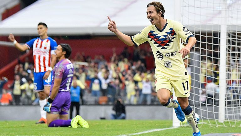 Córdova festeja un gol contra Chivas