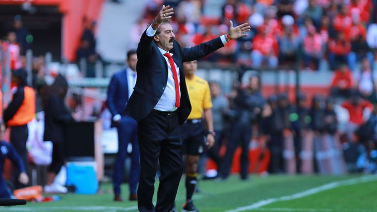 Ricardo La Volpe en un partido con Toluca