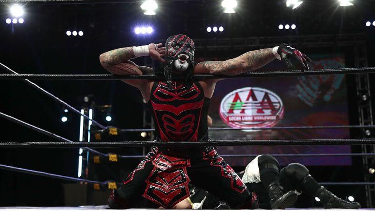 Pentagón Jr. durante una función de Lucha Fighter