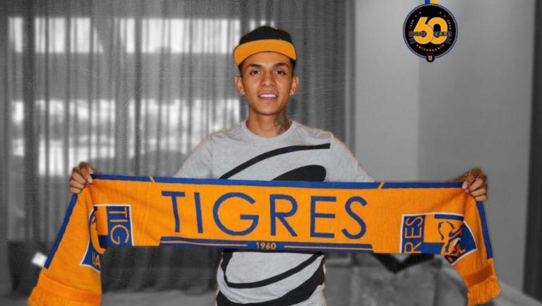 Ulises Cardona en presentación con Tigres