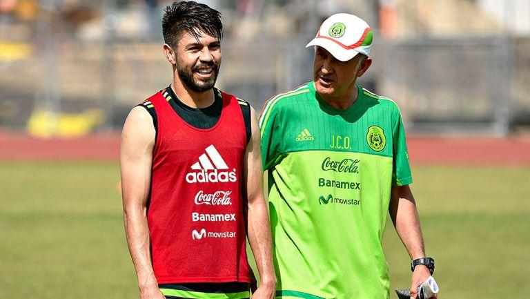 Peralta y Osorio, durante un entrenamiento del Tri