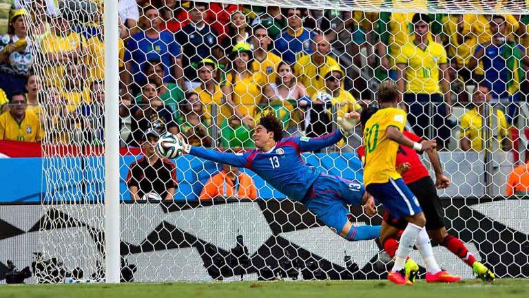 Así fue la atajada de Memo Ochoa a Neymar en Brasil 2014