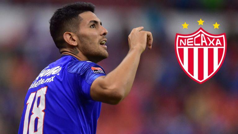 Lucas Passerini festeja un gol con Cruz Azul