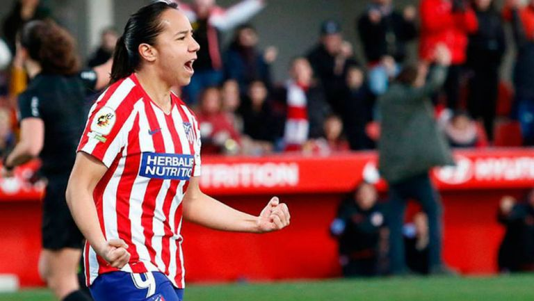 Charlyn Corral en festejo de gol