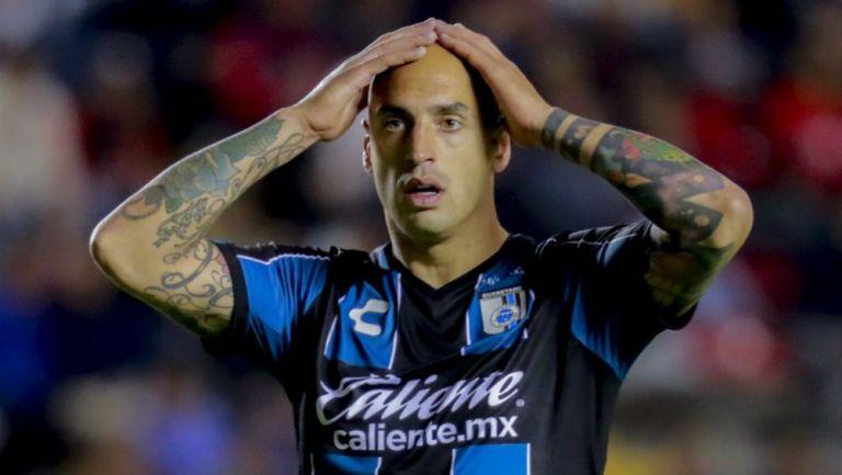 Ariel Nahuelpán en lamento con Gallos Blancos