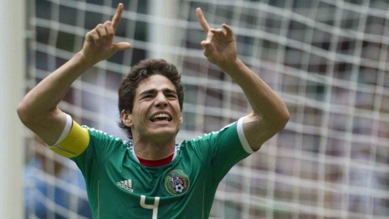 Pollo Briseño celebra un gol con la Sub 17