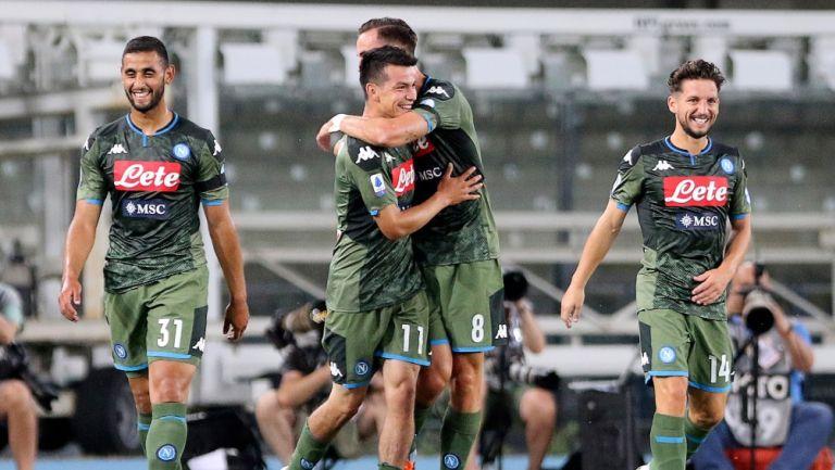 Chucky Lozano celebrando el segundo gol del Napoli