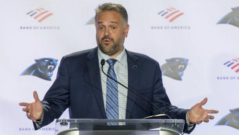 NFL: Coach de Panthers considera arrodillarse durante ceremonia de himno de Estados Unidos