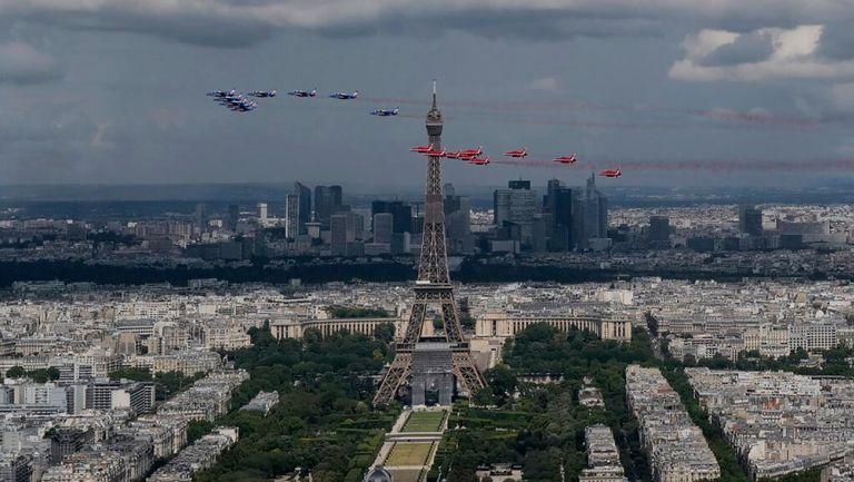 Tras un largo cierre, París reabrió la Torre Eiffel