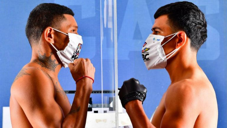 Tronco Valenzuela y Alacrán Berchelt en ceremonia de pesaje