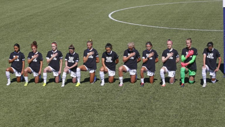 Racismo: Jugadoras de la NWSL se arrodillaron durante el himno