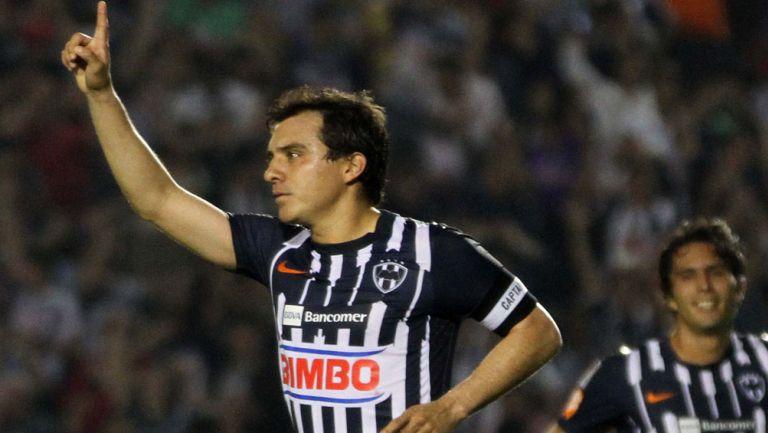 Luis Pérez celebra una anotación con Rayados