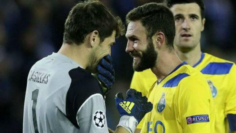 Iker y Layún comparten algunas palabras durante partido del Porto