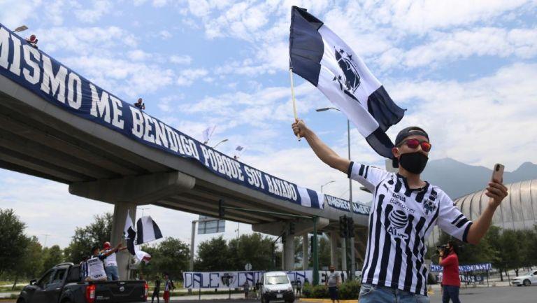 Rayados: Seguidores de Monterrey celebraron el 75 aniversario del equipo en caravana