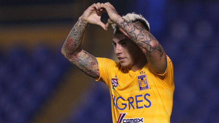 Vargas en festejo de gol