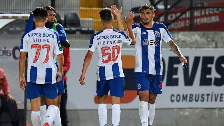 Jugadores de Porto celebrando el gol de la victoria