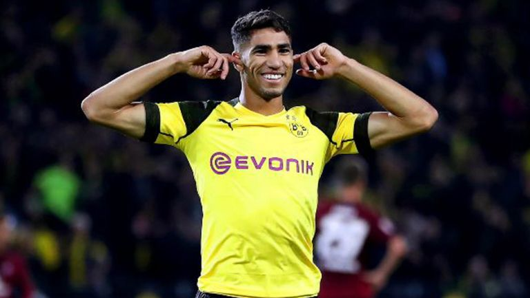 Achraf Hakimi celebra un gol con el Borussia Dortmund