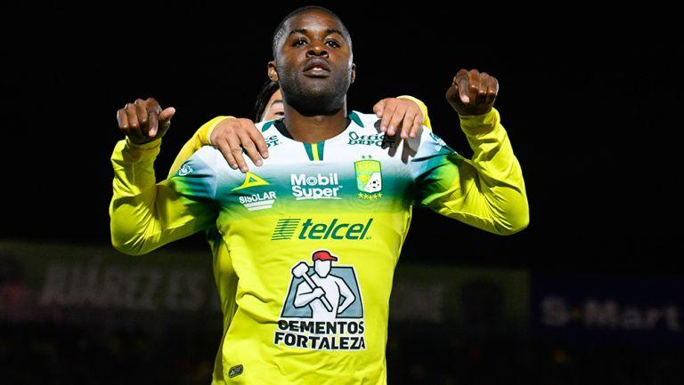 Campbell celebra un gol con León