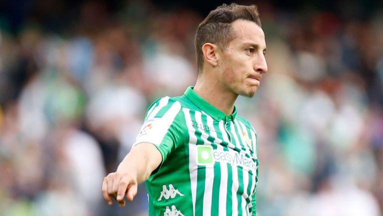Andrés Guardado durante un duelo con Betis en LaLiga