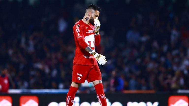 Alfredo Saldívar durante un partido con Pumas