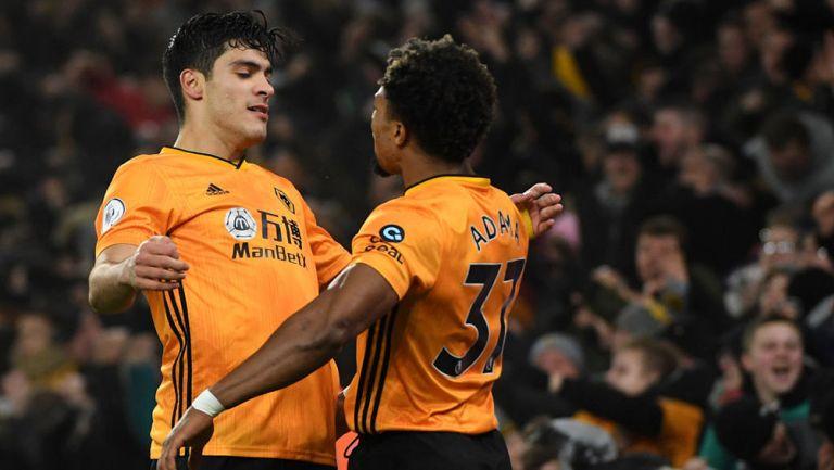 Jiménez y Traoré festejan un gol de los Wolves