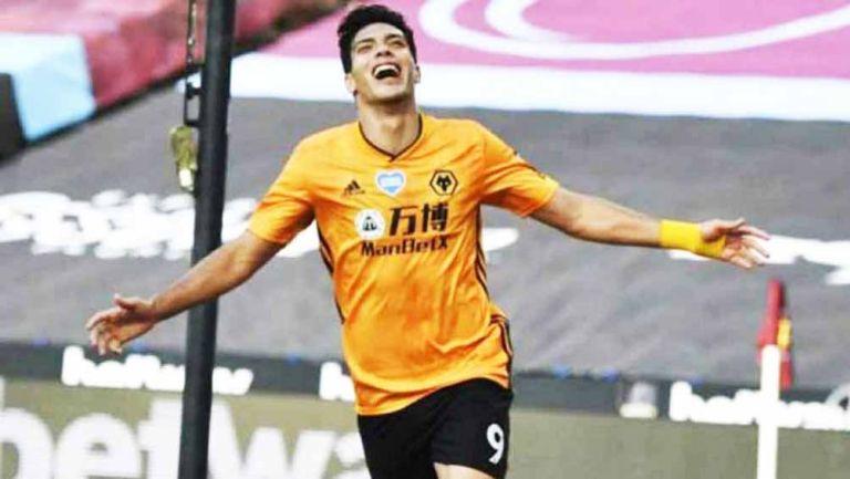 Raúl Jiménez celebrando su gol con Wolverhampton