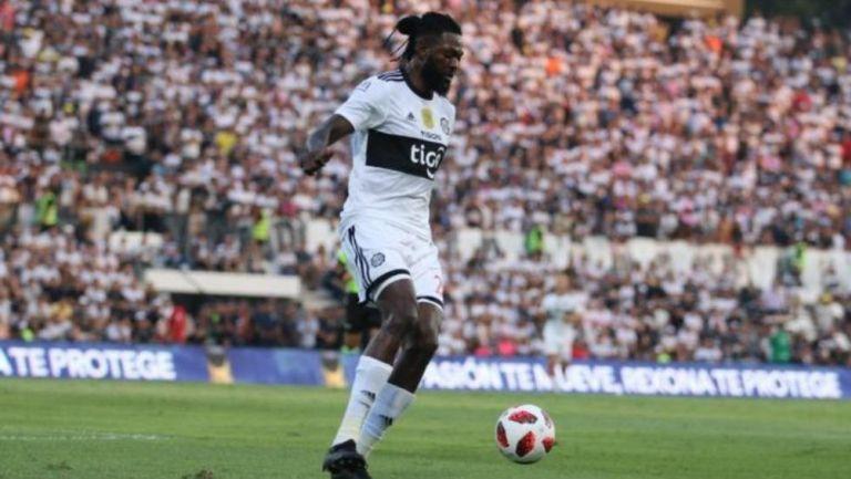 Emmanuel Adebayor: El delantero africano se va del Olimpia de Paraguay