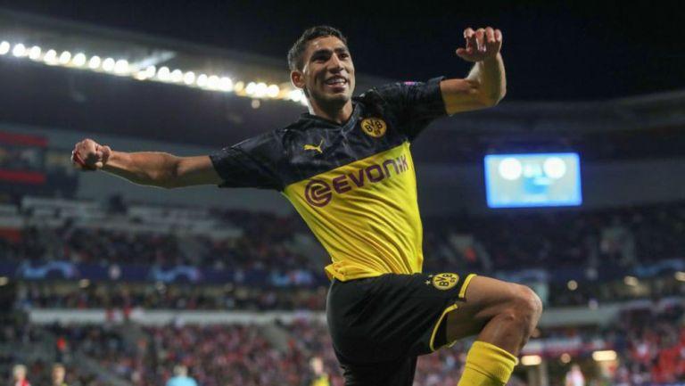 Achraf Hakimi festeja un gol con el Borussia Dortmund