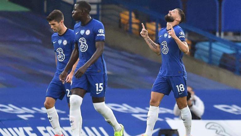 Olivier Giroud festeja su anotación con el Chelsea