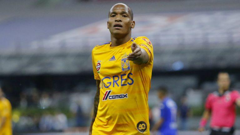 Luis Quiñones en partido con Tigres