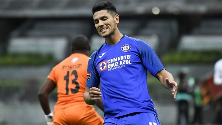 Lucas Passerini durante un partido con Cruz Azul
