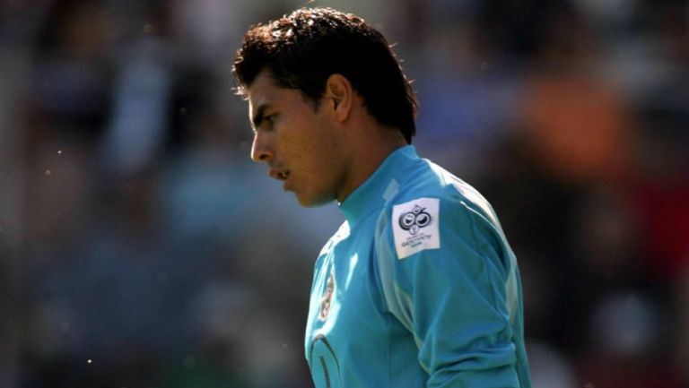 Oswaldo Sánchez en acción con la Selección Mexicana