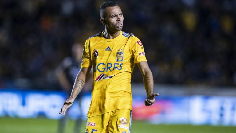 Carioca en un partido con Tigres