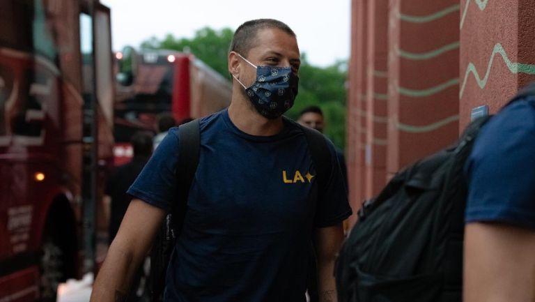 Javier Hernández en su llegada a Orlando